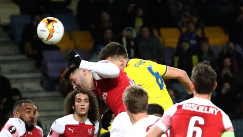 Aerial battle beten Arsenal and Borisov players
