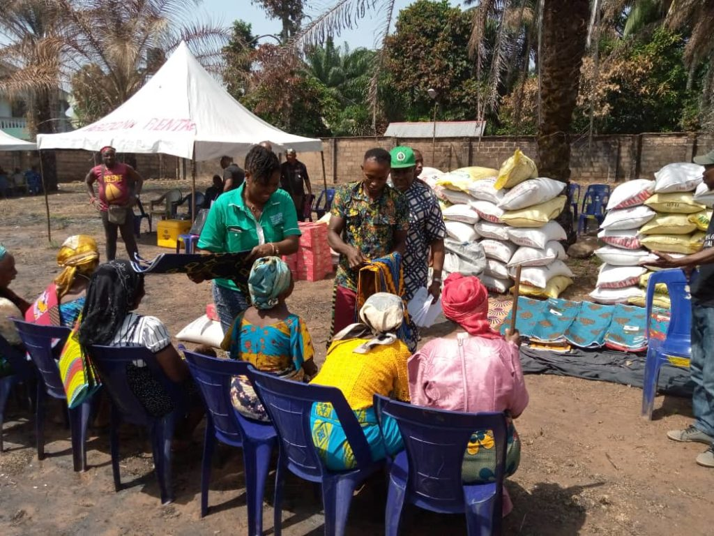 Some less Priviledged  are given Rice, vegetable oil, Tin tomatoes, wrappers by THEEE Initiative annually
