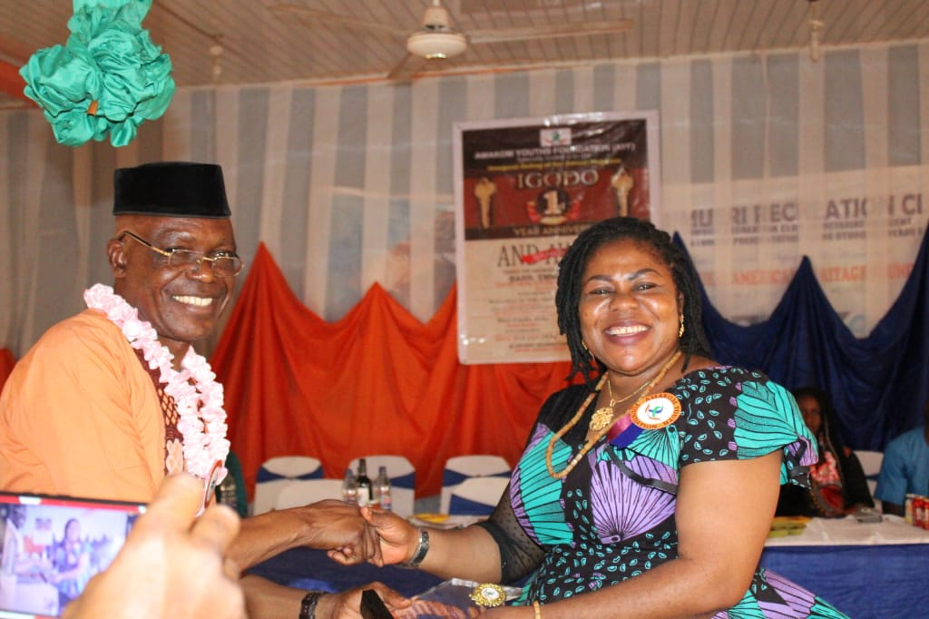 """Mrs. Ajide bagged the award of """"Omabala Education Ambassador"""", from the Amakom Youth and Empowerment Foundation"""